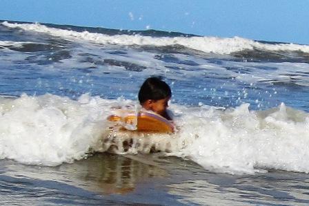 4jaehriger Surfer,Bahia-Tropical,Brasilien,JK